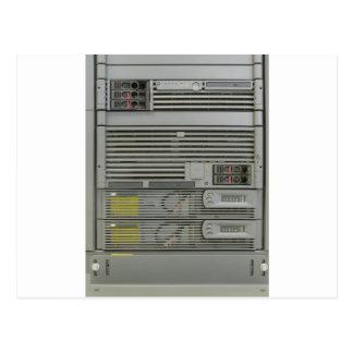 estante de los servidores del ordenador del tarjeta postal