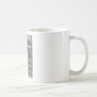 estante de los servidores del ordenador del taza de café