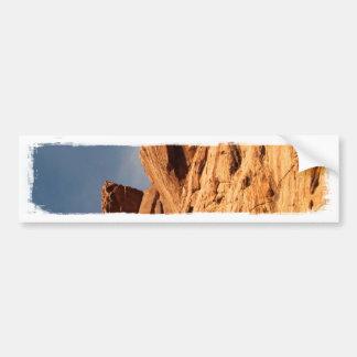 Estante rojo de la roca pegatina de parachoque