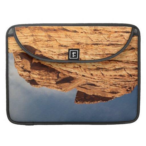 Estante rojo de la roca fundas para macbook pro
