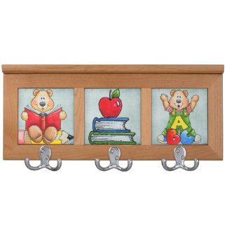 estantes de la capa de los niños lindos