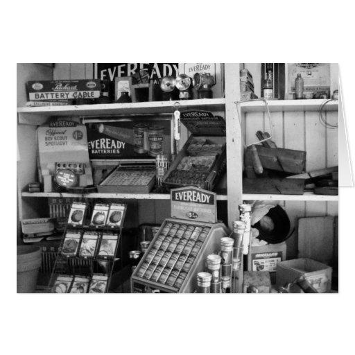 Estantes de una tienda del vintage tarjeta de felicitación