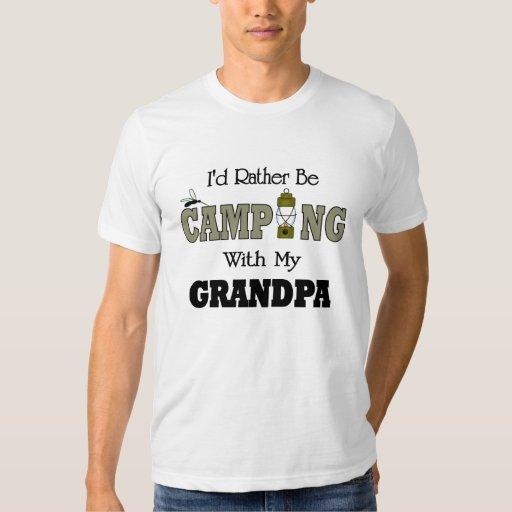 Estaría acampando bastante con el abuelo playeras