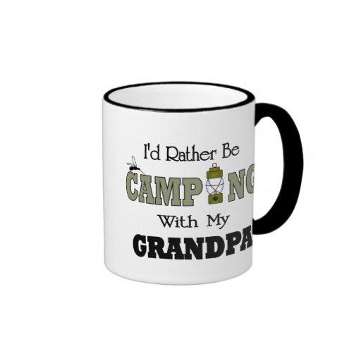 Estaría acampando bastante con el abuelo taza