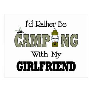 Estaría acampando bastante con mi novia postal