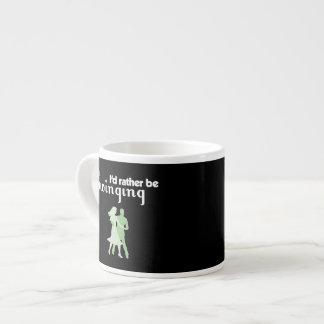 Estaría balanceando bastante tazas espresso