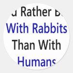 Estaría bastante con los conejos que con los seres pegatina redonda