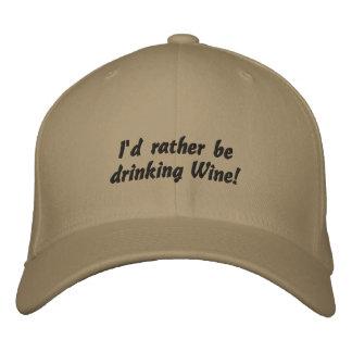¡Estaría bebiendo bastante el vino! Gorra bordado  Gorros Bordados