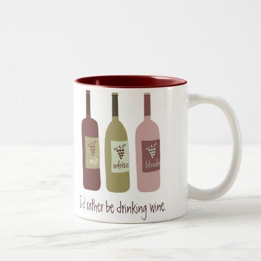 Estaría bebiendo bastante el vino tazas