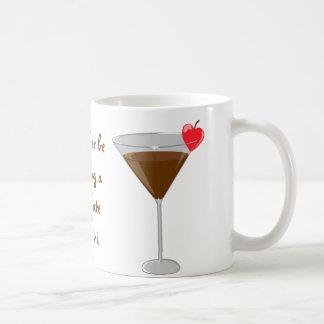 """""""Estaría bebiendo bastante un martini del chocolat Taza Básica Blanca"""