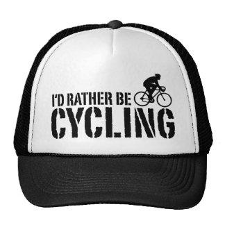 Estaría completando un ciclo bastante (el varón) gorras