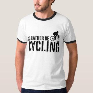 Estaría completando un ciclo bastante (el varón) poleras