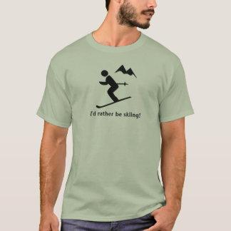 ¡Estaría esquiando bastante! Camiseta