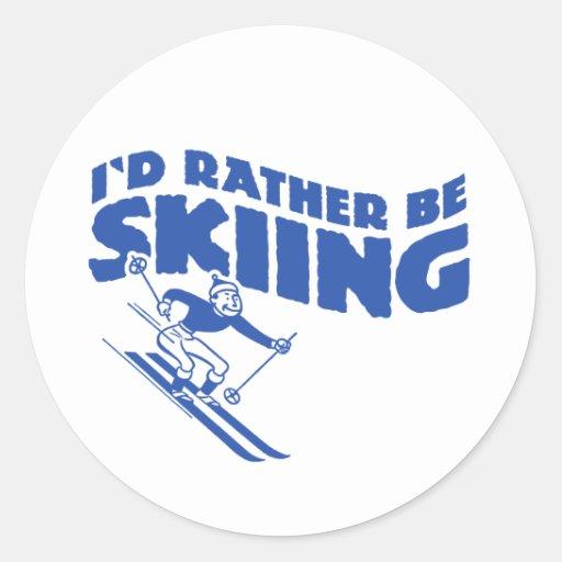 Estaría esquiando bastante (el varón) pegatina redonda