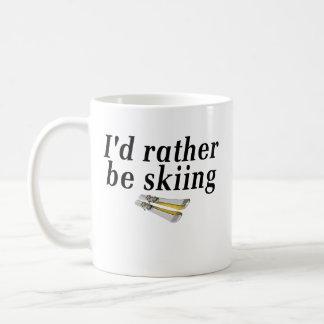 Estaría esquiando bastante taza