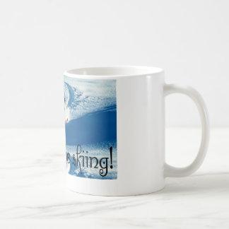 Estaría esquiando bastante tazas de café