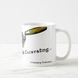 Estaría excavando bastante la taza
