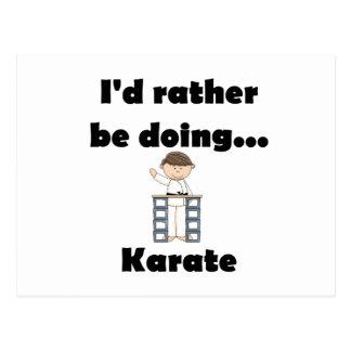 Estaría haciendo bastante karate tarjetas postales
