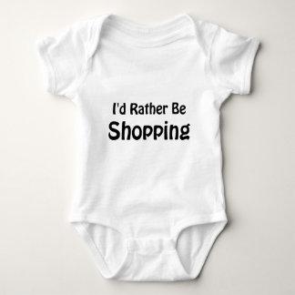 Estaría haciendo compras bastante remeras