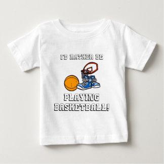 ¡Estaría jugando bastante a baloncesto! Playera De Bebé
