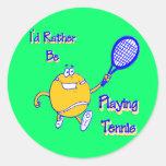 Estaría jugando bastante a tenis etiquetas redondas