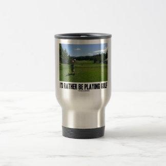 Estaría jugando bastante al golf el golfista en c taza de café
