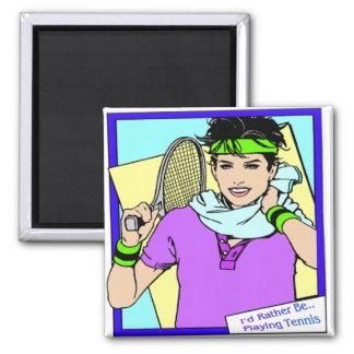 Estaría jugando bastante al tenis femenino imán de frigorífico