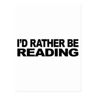 Estaría leyendo bastante tarjeta postal
