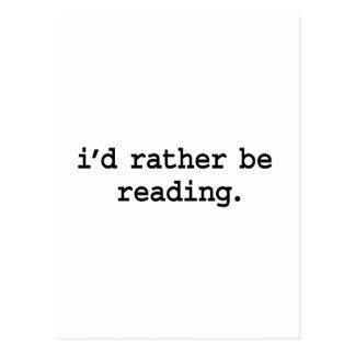 estaría leyendo bastante tarjetas postales