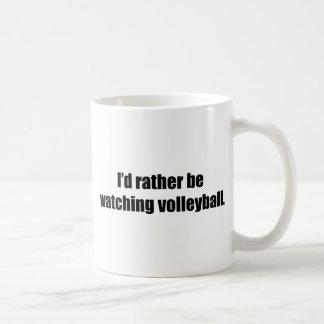 Estaría mirando bastante voleibol taza