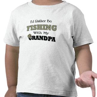 Estaría pescando bastante con el abuelo camiseta