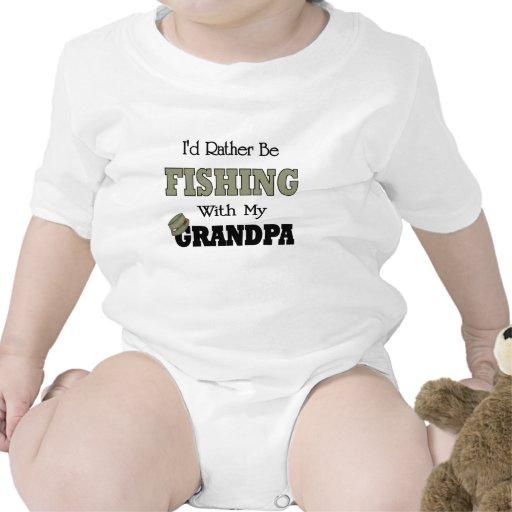 Estaría pescando bastante con el abuelo traje de bebé