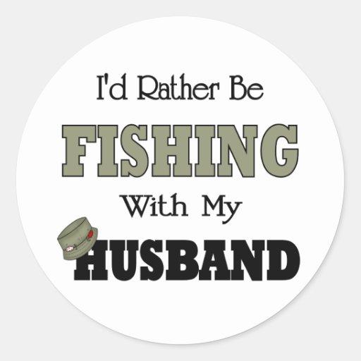 Estaría pescando bastante con mi marido etiqueta redonda
