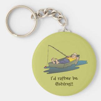 Estaría pescando bastante - día perezoso del barco llavero redondo tipo pin