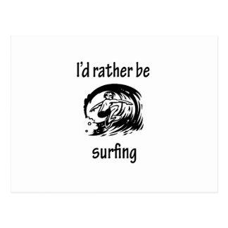 Estaría practicando surf bastante postales
