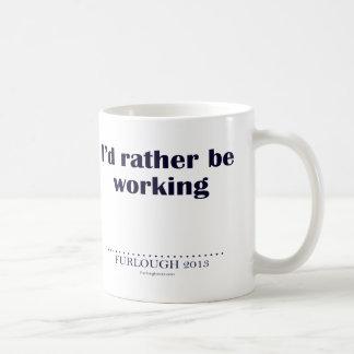 Estaría trabajando bastante taza