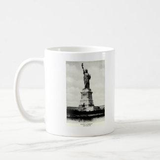 Estatua 1898 de la libertad taza básica blanca