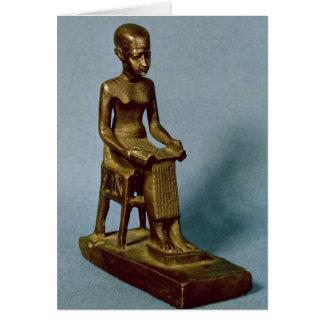 Estatua asentada de Imhotep que sostiene un abiert Tarjetas