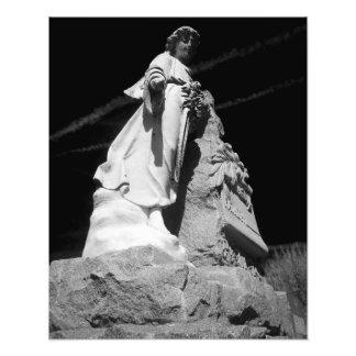 Estatua blanco y negro del ángel fotos