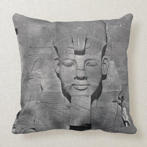 Estatua colosal de Ramesses II en Abu Simbel, 1850 Cojín