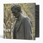 "Estatua de Abraham Lincoln, Portland, Oregon Carpeta 1 1/2"""