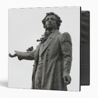 "Estatua de Alexander Pushkin, St Petersburg Carpeta 1 1/2"""
