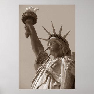 Estatua de Brown de la sepia de la libertad New Póster