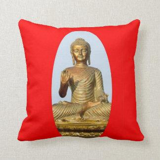 Estatua de Buda de la cerda joven en la almohada