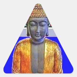 Estatua de Buda en oro por Sharles Pegatina Triangular