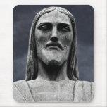 Estatua de Cristo Redentor en la montaña de Corcov Alfombrilla De Raton