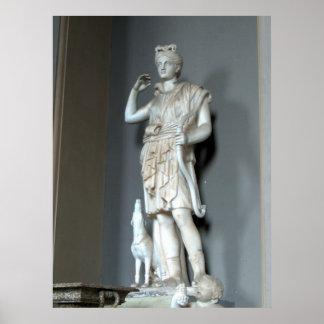 Estatua de Diana (Artemis) en el Vatican en Roma Póster
