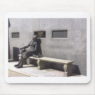 Estatua de Eleanor Rigby, Liverpool Reino Unido Alfombrillas De Ratones