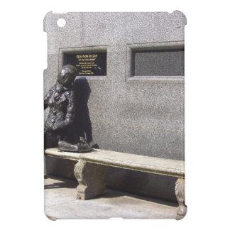 Estatua de Eleanor Rigby, Liverpool Reino Unido iPad Mini Cárcasa
