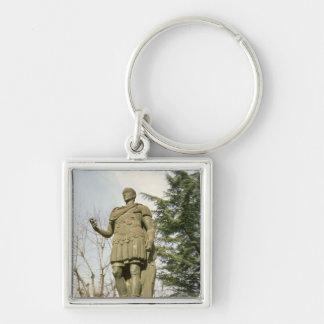 Estatua de Julio César Llavero Cuadrado Plateado
